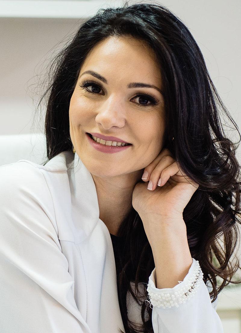 Dra. Caroline Lipnharski